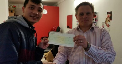 Cllr Denny presents Fancy Nails Salon with grant(1)