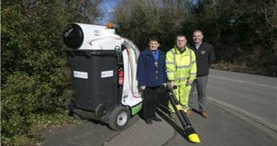 Clean-for-the-Queen-Mayor-of-Winchester-Cllr-Angela-Clear-operative-Gerry-Mckeivilly-and-Darren-Davidson-Branch-Manager-from-The-Landscape-Group