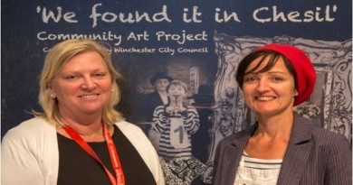 Cllr-Caroline-Horrill-Winchester-City-Council-Portfolio-Holder-for-Housing-and-artist-Laurence-Dube-Rushby-unveil-Chesil-community-art-project