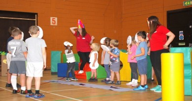 children-at-andover-leisure-centre-taking-part-in-an-interactive-storytelling-activity