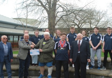 Hampshire and Isle of Wight Freemasons donate 3K to Romsey and Totton Swimming Club