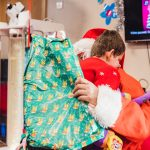 Father Christmas pays flying visit to children and families at hospice 9
