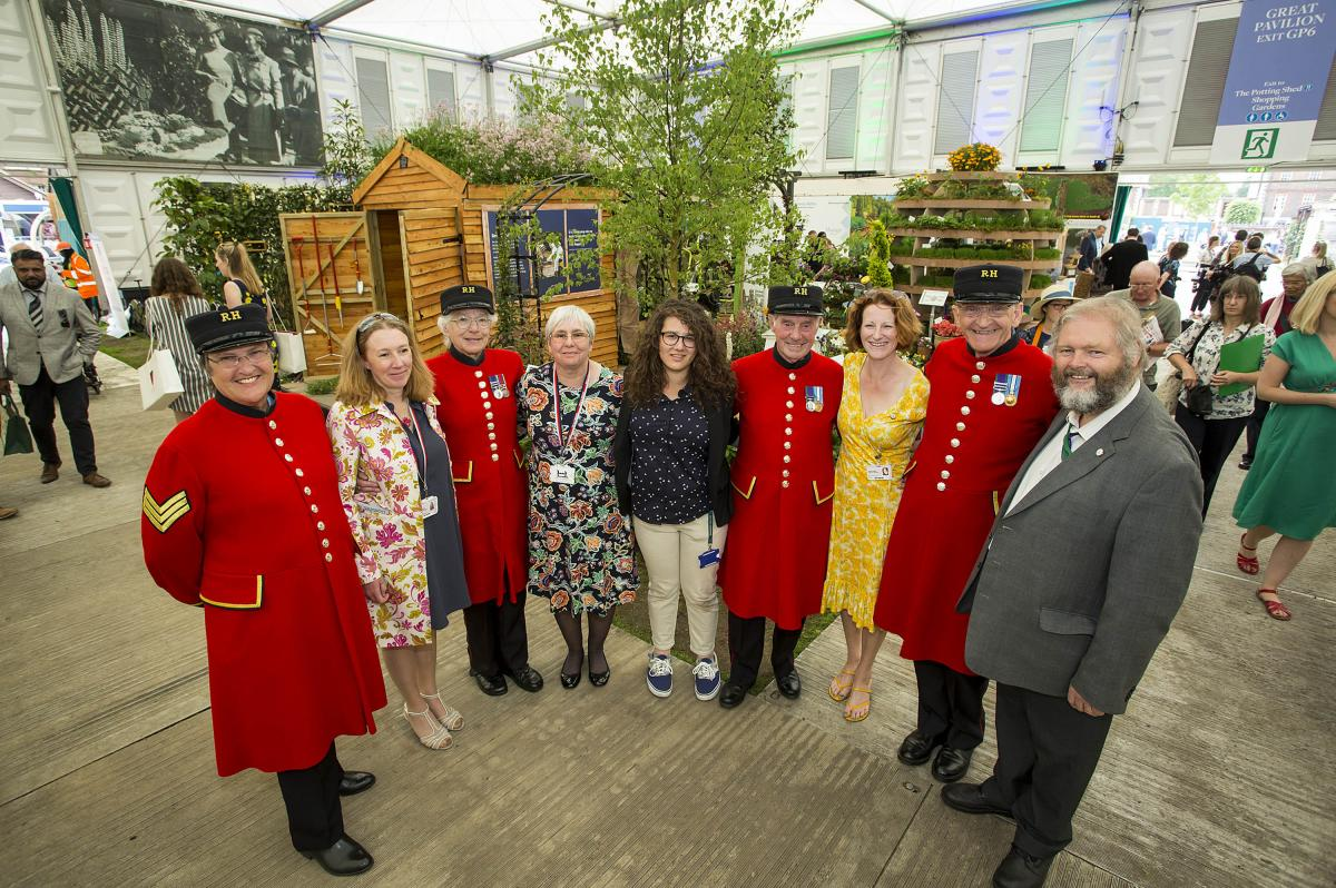 Chelsea Pensioners and The Force for Good RHS Chelsea Team
